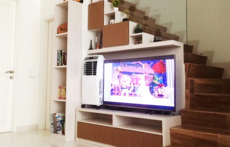 Backdrop TV & Rak Bawah Tangga