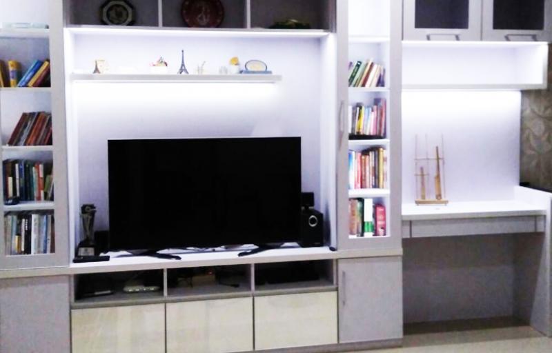Backdrop TV, Rak Buku & Meja Kerja